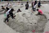Ratusan peserta ikuti festival kreasi pasir di Pantai Baturakit