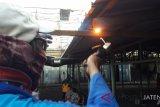 Tempati lapak darurat, pedagang Pasar Legi butuh listrik