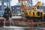 Pengerukan Lumpur Pelabuhan Tanjung Priok