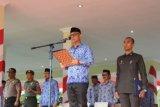 Pemkab Mamuju beri penghargaan 13 ASN berprestasi