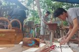 Bejo sulap limbah furnitur kayu jadi produk unik