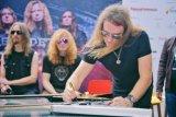 Megadeth lelang gitar untuk Palu & Donggala 30 November 2018