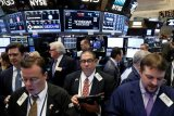 Wall Street menguat didukung tingkat inflasi positif dan laba kuat