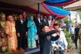 Gubernur Sumsel beri hadiah bulan madu pengantin massal
