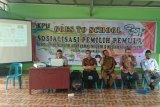 Zohri dan Sudirman dapat penghargaan pemuda motivator dari Bupati Lombok Utara