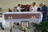 Ratusan pelayat beri penghormatan terakhir Nh Dini