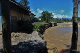 Warga kali uwe Jayawijaya mengungsi akibat banjir