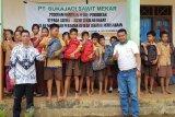 PT Sukajadi Sawit Mekar berikan 364 paket bantuan perlengkapan sekolah untuk siswa