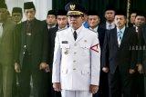 Bupati Tasikmalaya Ade Sugianto mengikuti upacara pengambilan sumpah jabatan dan pelantikan Bupati Tasikmalaya di Gedung Sate, Bandung, Jawa Barat, Senin (3/12/2018). Ade Sugianto resmi menjabat sebagai Bupati Tasikmalaya menggantikan Uu Ruzhanul Ulum dengan sisa masa jabatan tahun 2016-2021. ANTARA JABAR/M Agung Rajasa/agr.