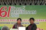 Bupati Sitaro terima penghargaan dari Dirjen Perkebunan Kementan RI