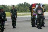 Jenazah prajurit TNI korban penembakan KKSB