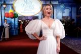Momen mengerikan saat Emily Blunt turun dari awan sebagai Mary Poppins