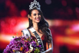Miss Filipina Catriona Gray dinobatkan sebagai Miss Universe 2018