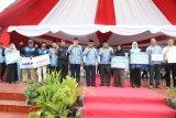 Gubernur Serahkan Bantuan untuk Nelayan dan Petani