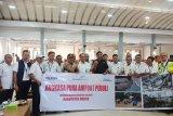 Angkasa Pura serahkan bantuan logistik banjir Maros