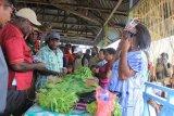 Bupati Asmat resmikan pasar mama-mama Papua di Kamur