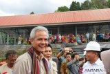 Gubernur Jateng terjebak pohon tumbang di Senggigi