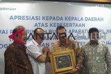 Pemkab Minahasa dapat penghargaan BPJS Ketenagakerjaan