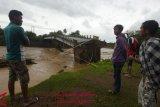 Jembatan Manuju Gowa ambruk
