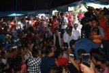 Narji hibur anak-anak korban tsunami Selat Sunda