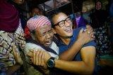 Sandiaga dipeluk pemulung Pasar Rembang