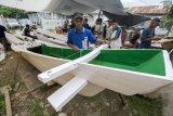 Nelayan Korban Tsunami Dibantu Perahu
