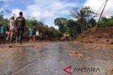 Pengerukan material longsor Jalan Magelang-Purworejo capai 80 persen
