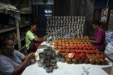 Produksi kue keranjang