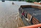 Kapal dan tongkang bisa lewati bawah jembatan KH Hasan Basri