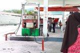 Antrean  panjang beli BBM di SPBU Palu