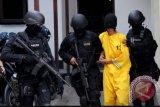 Densus 88 Antiteror  geledah rumah teroris di Bandung