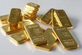 Harga emas berjangka jatuh hampir satu persen