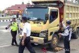 Cegah lebihi tonase, Dishub Barsel periksa angkutan barang dan truk yang melintas