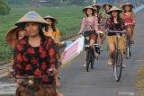 Caleg PSI hadiri pelantikan gunakan sepeda ontel