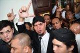 Penahanan musisi Ahmad Dhani dipindah ke Surabaya