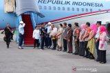Kenakan jaket bomber, Jokowi awali kunjungan kerja di Kendari