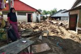 273 warga Mamuju mengungsi pascabanjir bandang