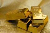 Harga emas turun seiring dengan menguatnya pasar ekuitas AS