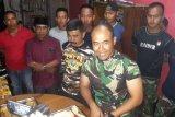 Komandan Satgas TMMD di Sigi memasak buat anggotanya
