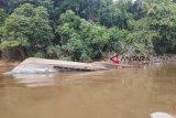 Kapal terbalik di Sungai Barito hanyut terbawa arus