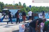 Ratusan warga bersihkan sampah ekowisata mangrove Kupang