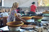 30 tahun tekuni usaha, omzet  bawang goreng Bu Uniang kini  Rp10 juta per hari