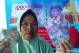 Wisatawan pakai valuta asing bertransaksi di Pulau Moyo