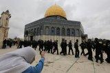Puluhan ribu muslim Palestina Shalat Jumat pertama di Al-Aqsha