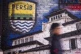 Saat pertandingan Persija versus Persib, Bobotoh diminta tertib