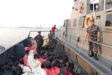 Lanal Dumai gagalkan penyelundupan ratusan kotak miras ilegal