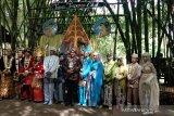 Enam pasang penganten nikah bareng di wahana Taman Tempuran Piyungan