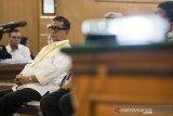 Mantan Wakil Gubernur Jawa Barat Ahmad Deddy Mizwar menghadiri sidang lanjutan suap perizinan Proyek Meikarta di PN Tipikor, Bandung, Jawa Barat, Rabu (20/3/2019). Ahmad Heryawan, Deddy Mizwar dan Direktur Jenderal Otonomi Daerah (Dirjen Otda) Kemendagri Sumarsono di periksa sebagai saksi terkait suap perizinan Proyek Meikarta dengan terdakwa Neneng Hassanah Yasin. ANTARA JABAR/M Agung Rajasa/agr.