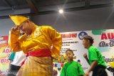 Penyandang Sindrom Down unjuk kebolehan bernyanyi di Padang