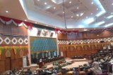 65 Anggota DPRD Riau yang dilantik bakal dapat pin emas